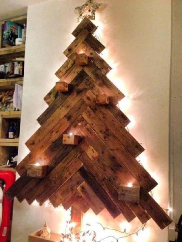 Arbre de Noël avec du bois récupéré