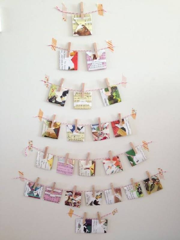 Arbre de Noël mural décoré de cartes de Noël