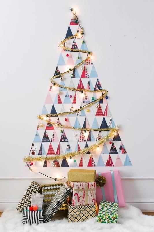 Des découpes en triangle forment l'arbre de Noël
