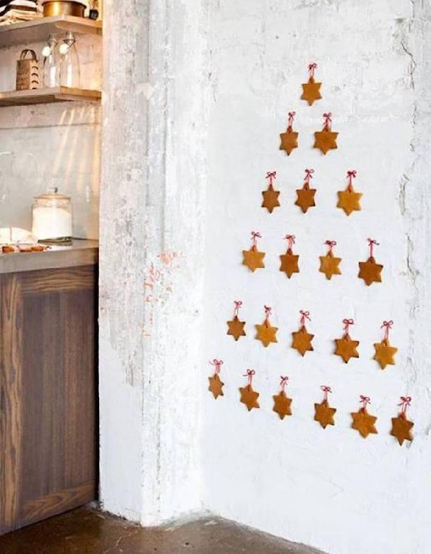 Arbre mural avec des biscuits de Noël