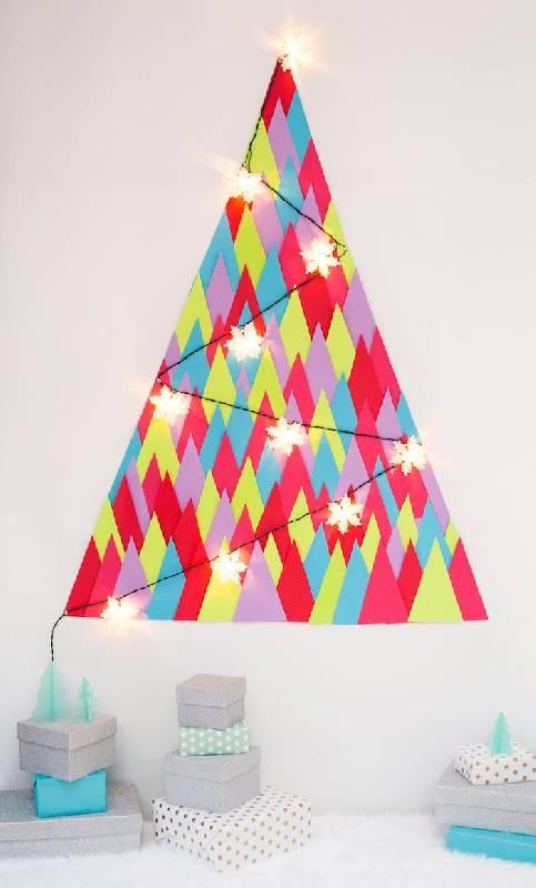 Un sapin de Noël économique en papier coloré