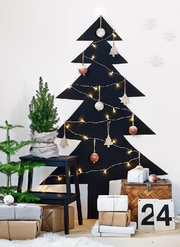Peinture de l'arbre de Noël sur le mur