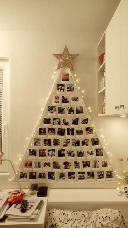 Un arbre de Noël au mur avec des photos