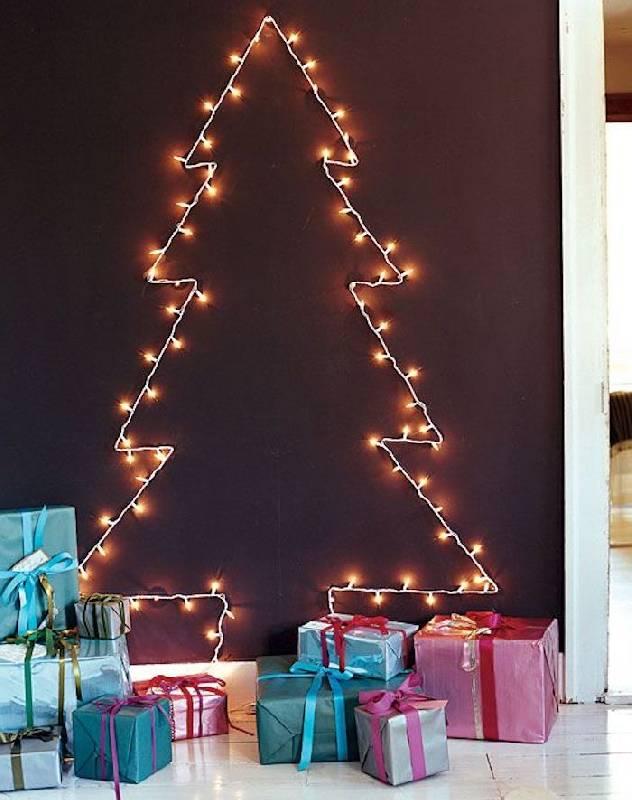 Arbre de Noël sur le mur avec clignotant