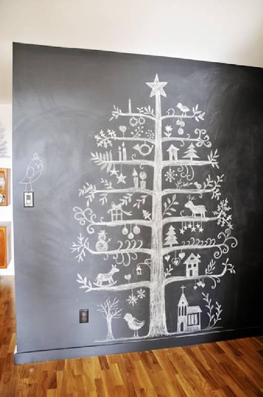 Arbre de Noël dessiné à la craie blanche
