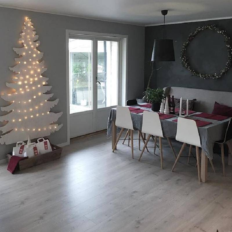 Arbre de Noël sur une planche de bois